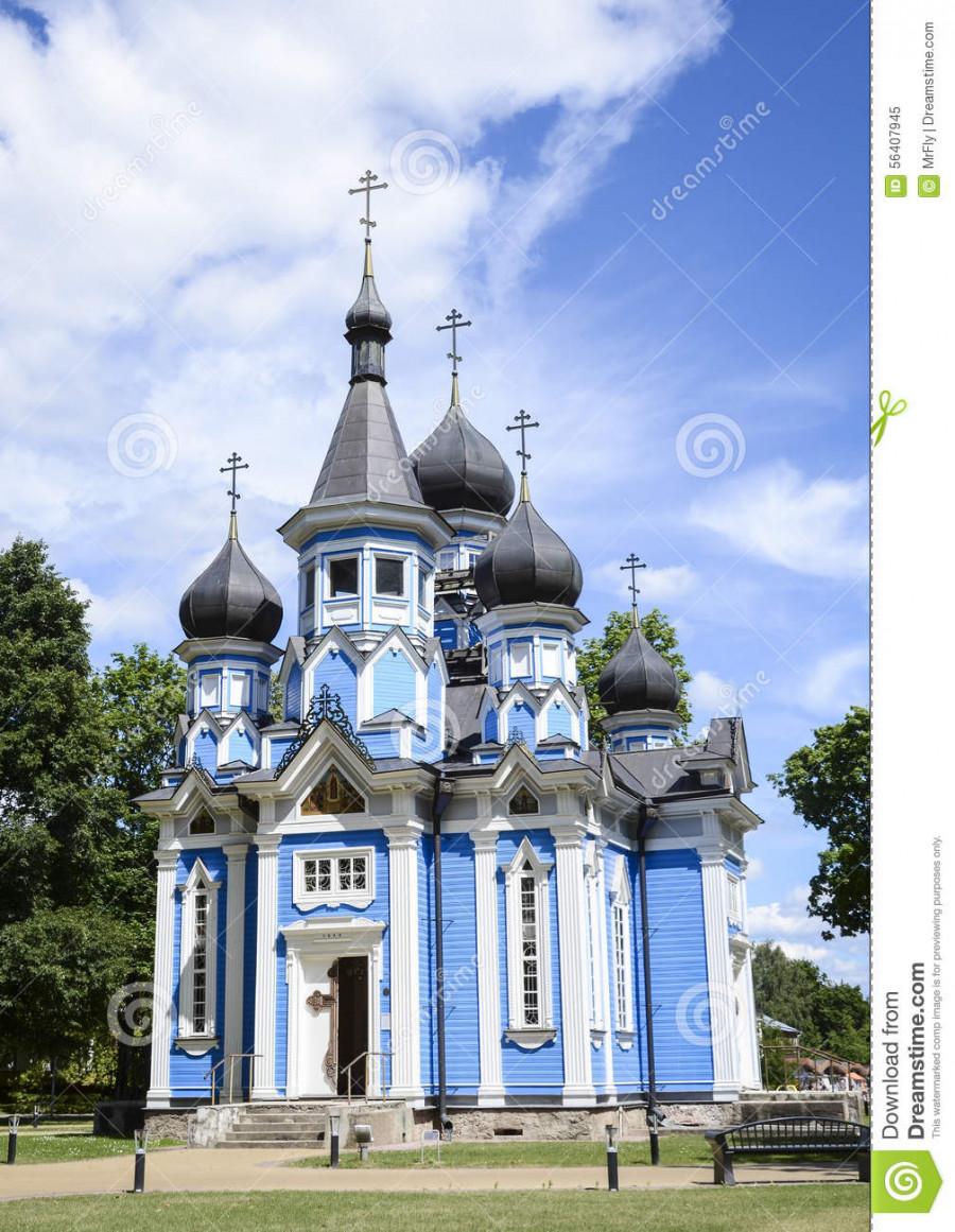 возле церкви (Laisvės a., площадь Свободы)